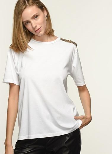 NGSTYLE NGKSS21TS0042 Omuz Detaylı Tshirt Beyaz